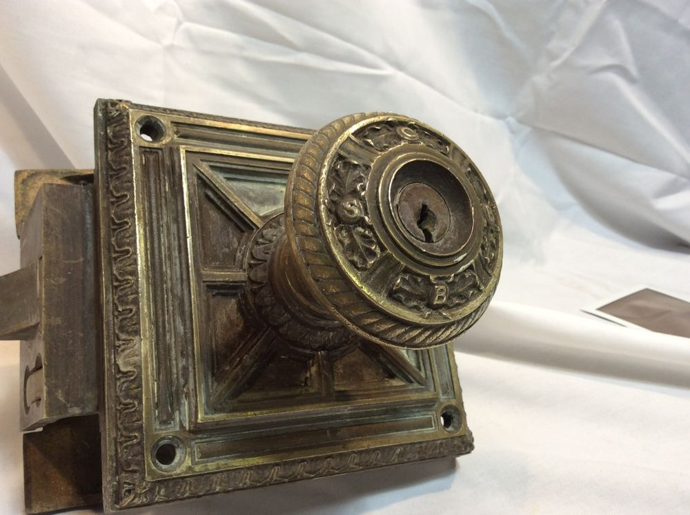 door knob mechanism photo - 7