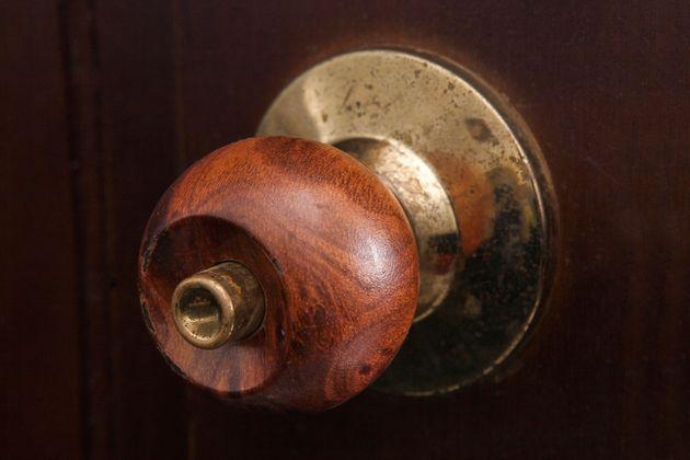 door knob no screws photo - 7