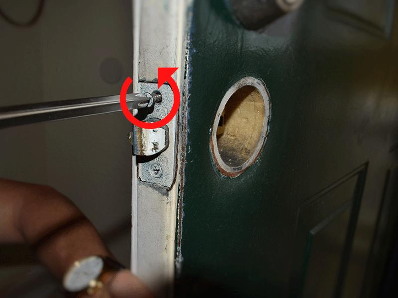 door knob removal photo - 13