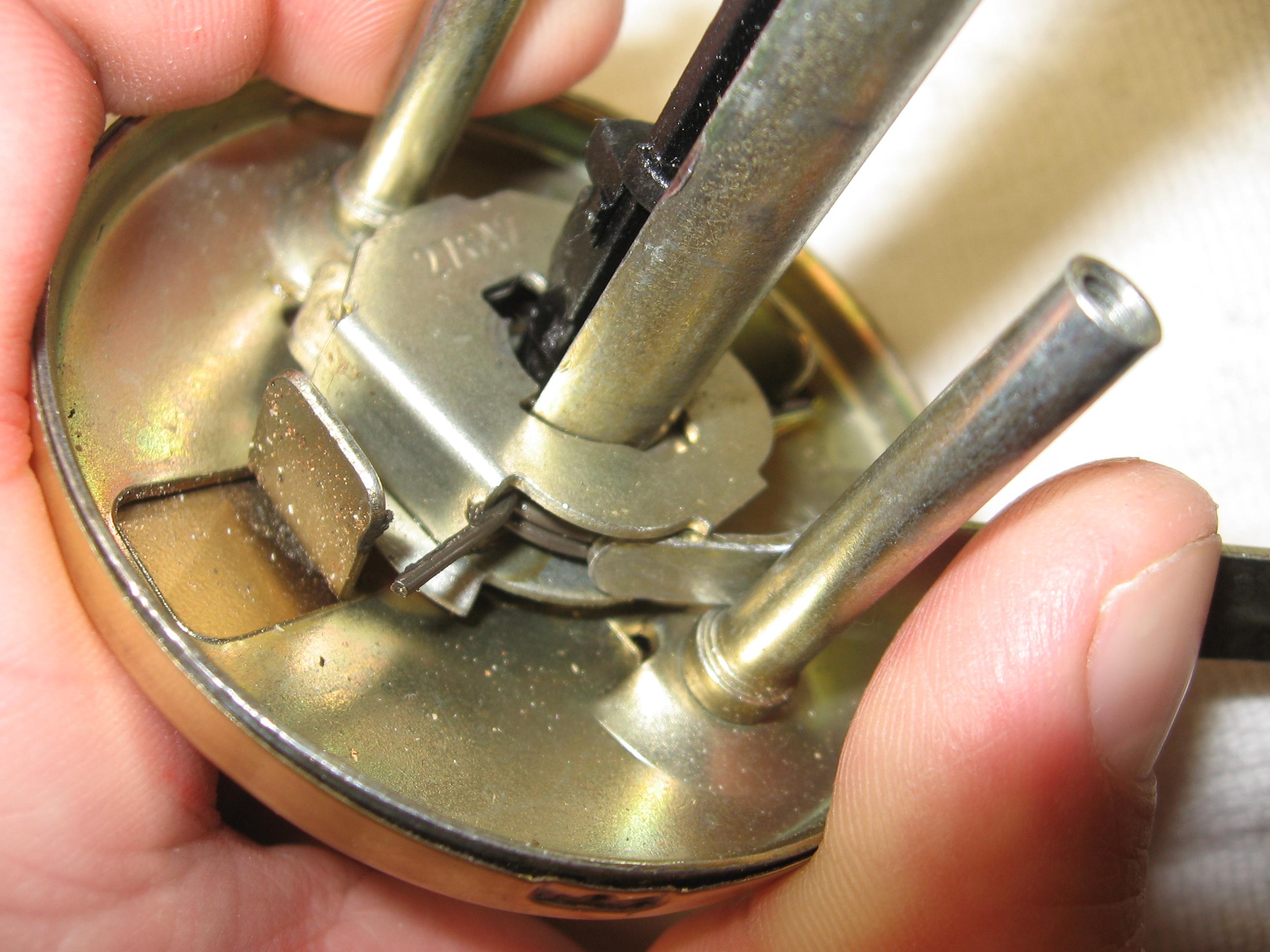 door knob repair instructions photo - 1