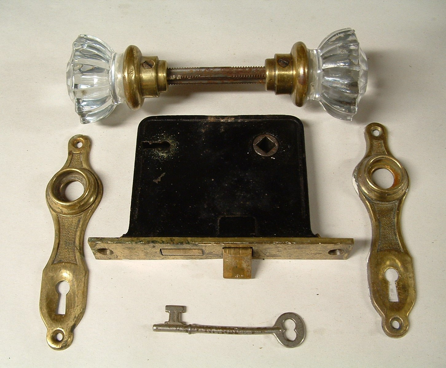 door knob with key lock photo - 16