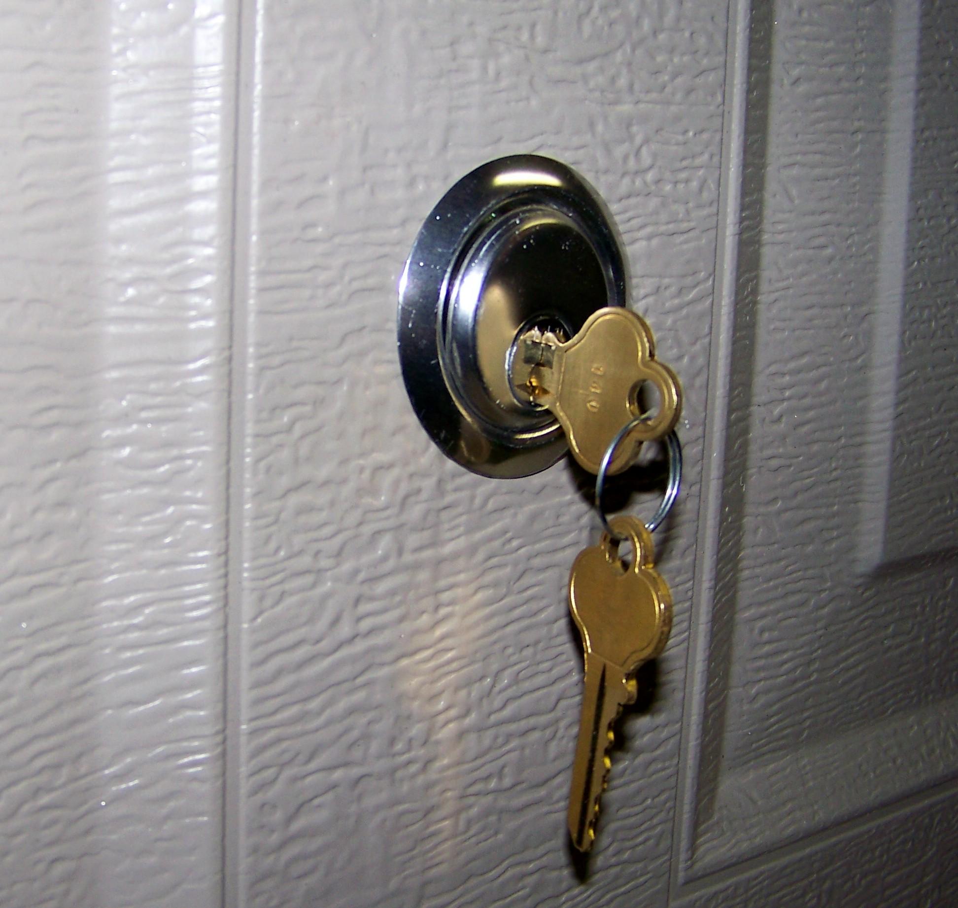 door knob with key lock photo - 5