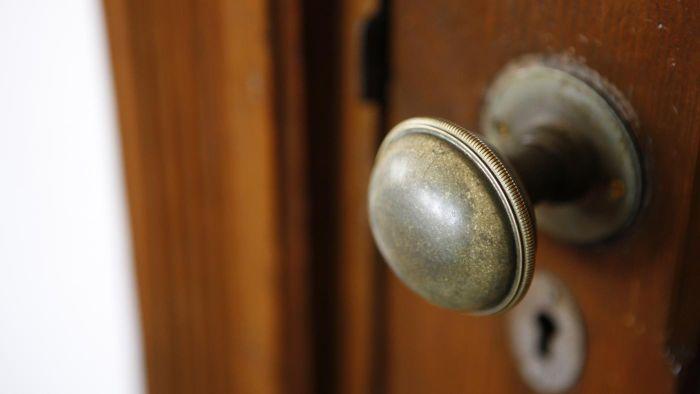 door knob without screws photo - 6
