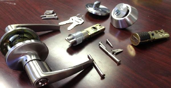 door knobs with keys photo - 18