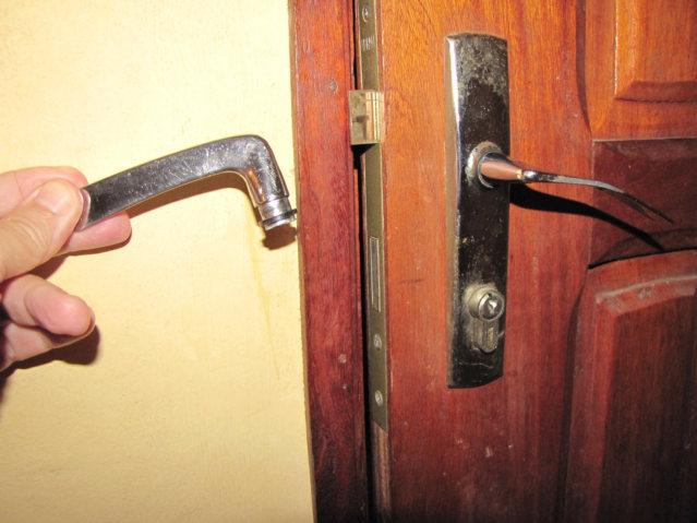 fix broken door knob photo - 13