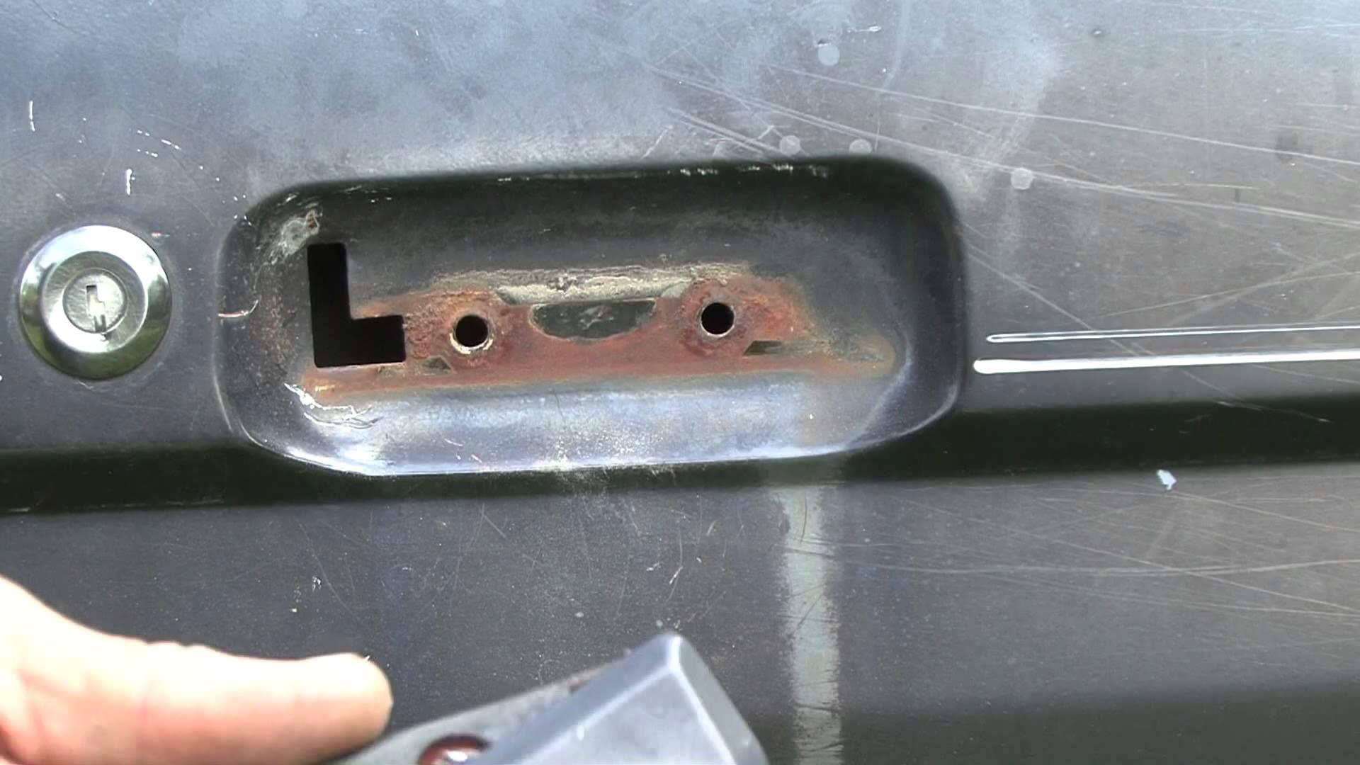 fix broken door knob photo - 17