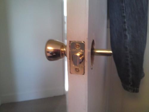 fix broken door knob photo - 6