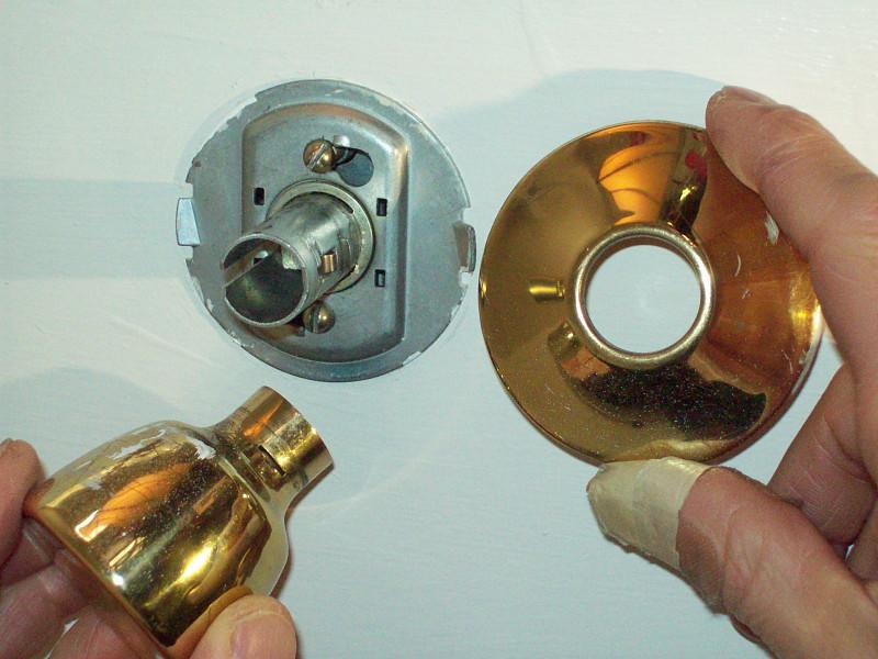 fixing door knob photo - 1