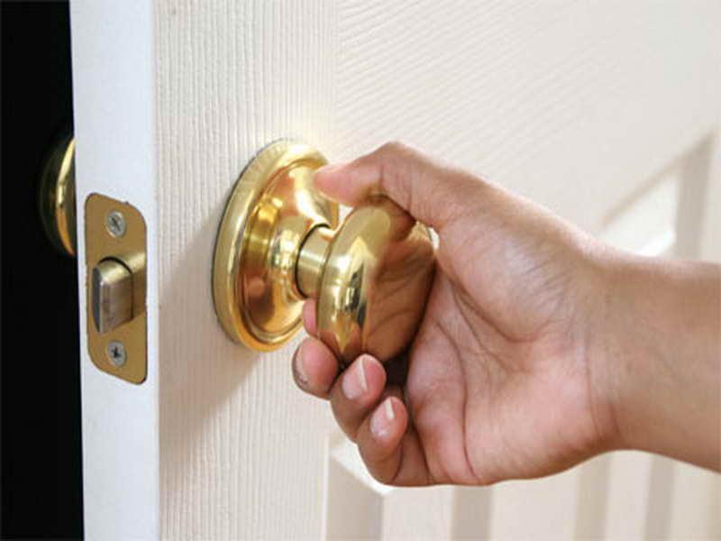 fixing door knob photo - 16