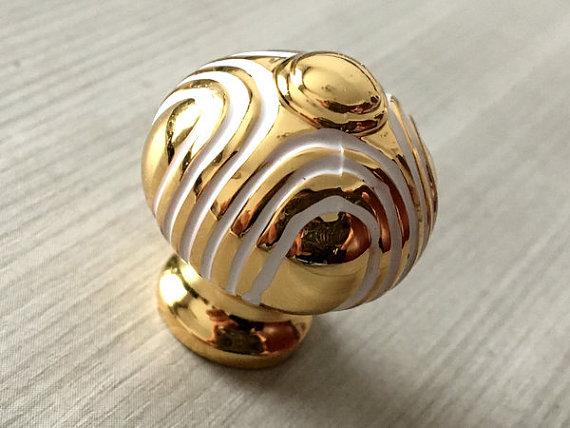 gold door knob photo - 6