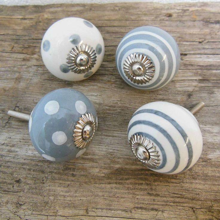 grey door knobs photo - 7