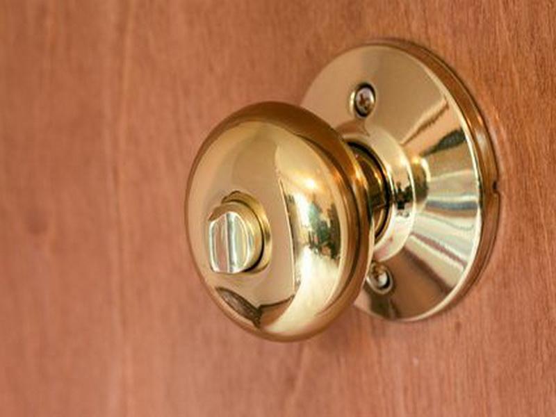 inside of a door knob photo - 7