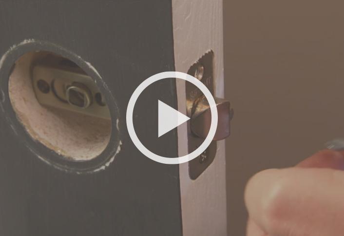 install a door knob photo - 14