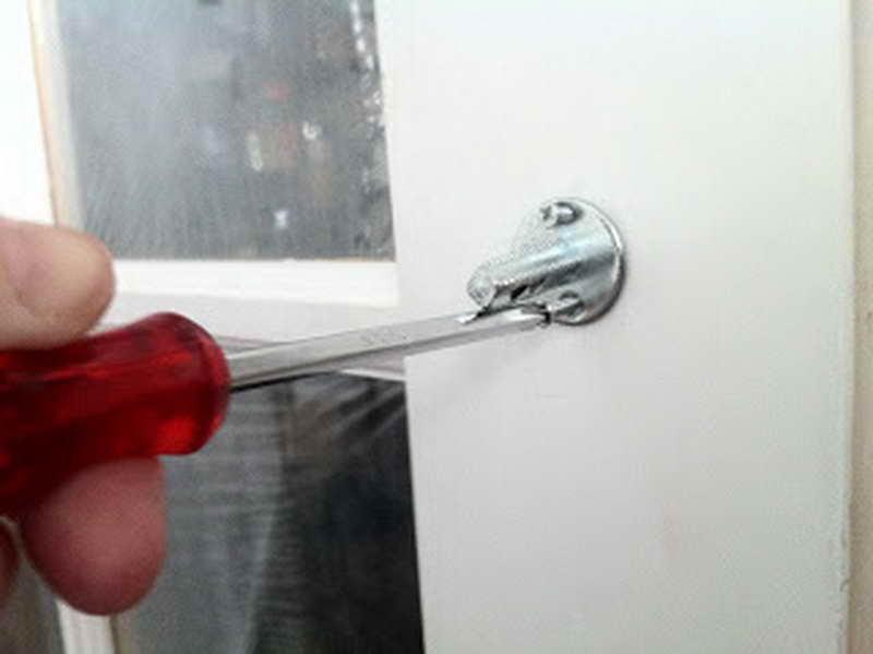 install a door knob photo - 19