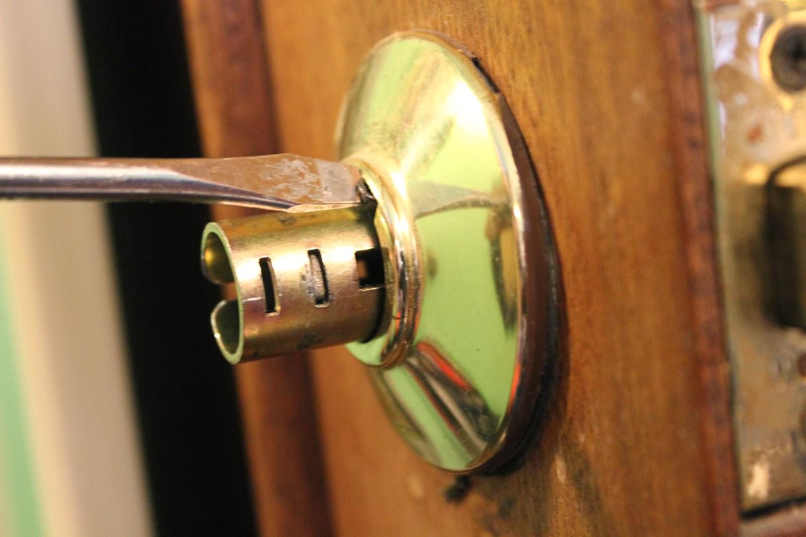 install a door knob photo - 8