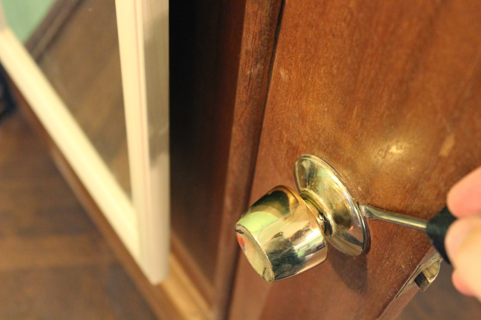 installing a door knob photo - 20