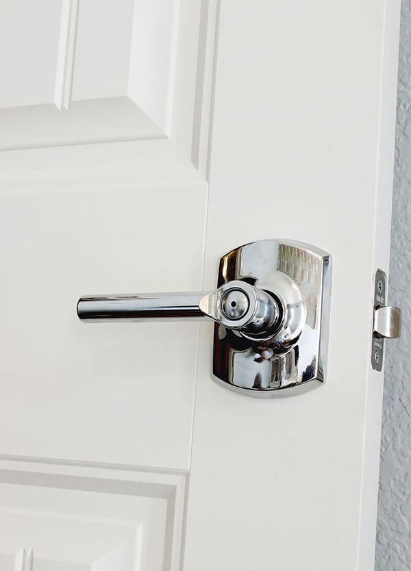 installing door knob photo - 13