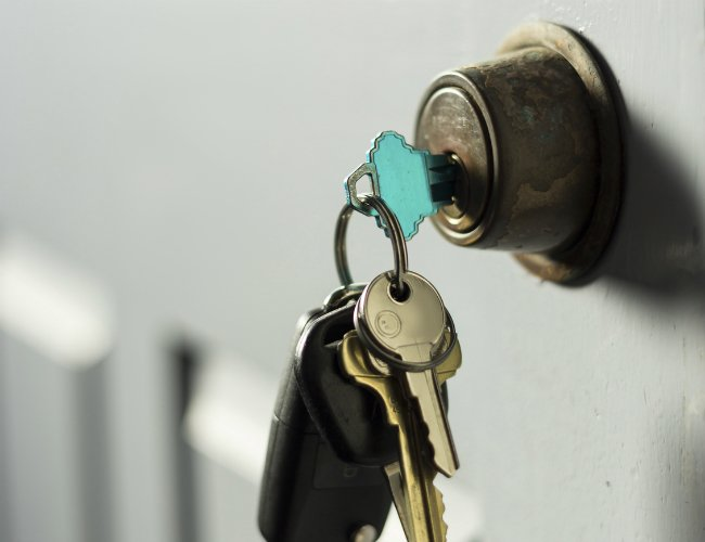 key stuck in door knob photo - 13