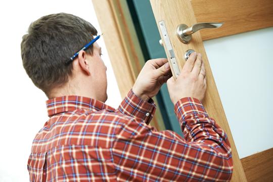 key stuck in door knob photo - 16