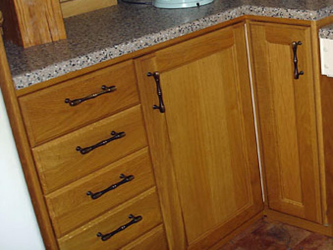 kitchen cabinet door knob placement photo - 11