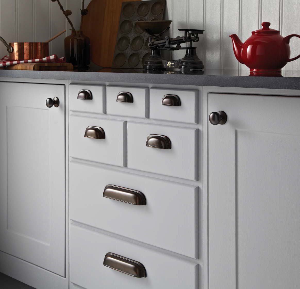kitchen cabinets door knobs photo - 6