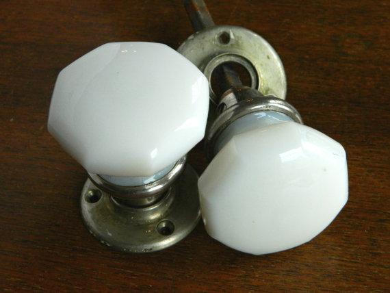 milk glass door knobs photo - 11