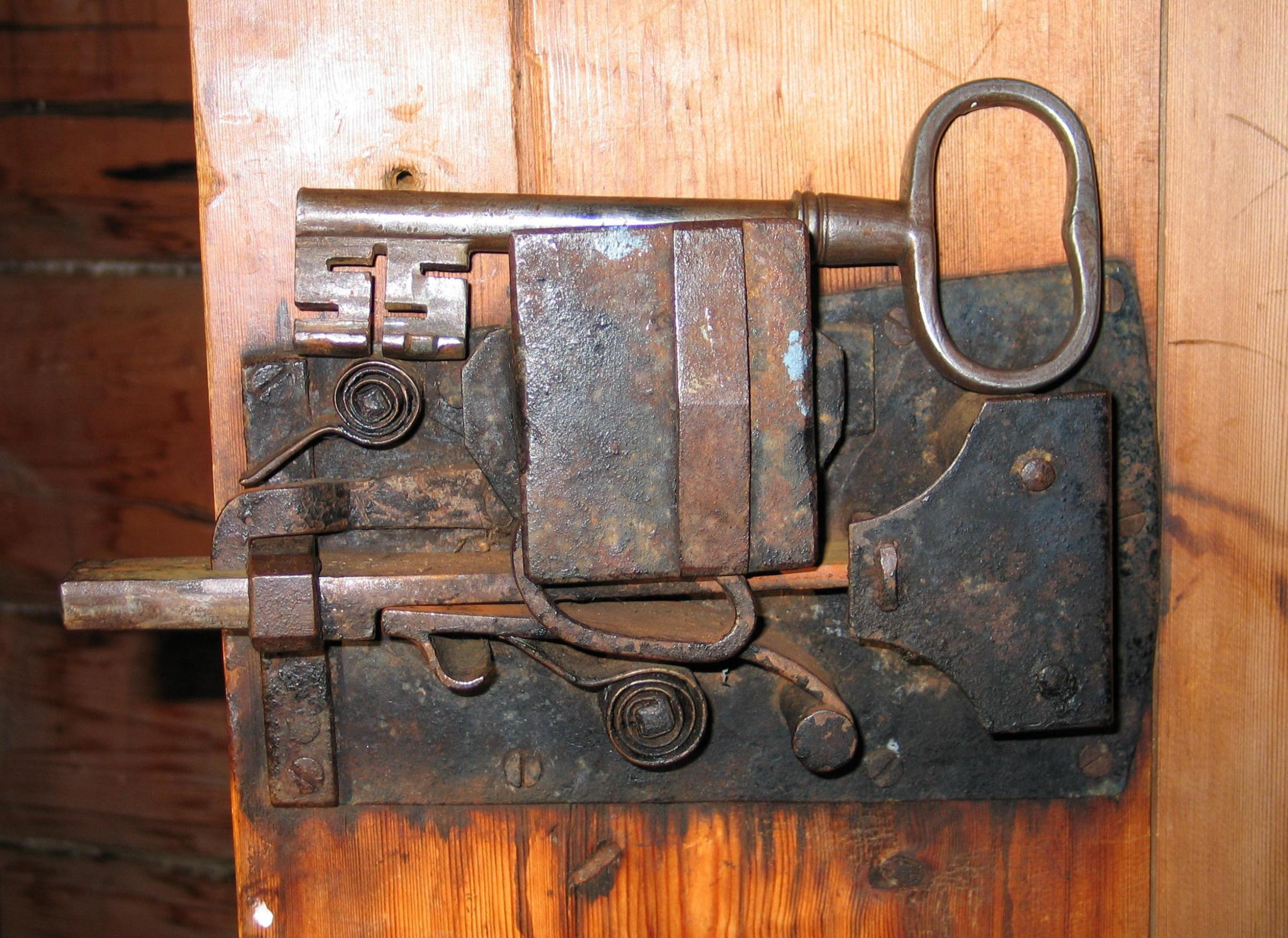 old door knobs and locks photo - 12