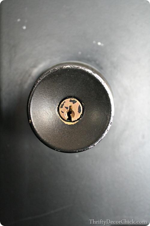 painting door knobs photo - 2