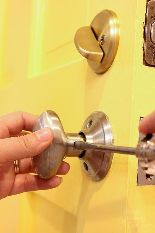 remove a door knob photo - 17