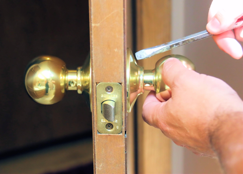 remove door knob without screws photo - 1
