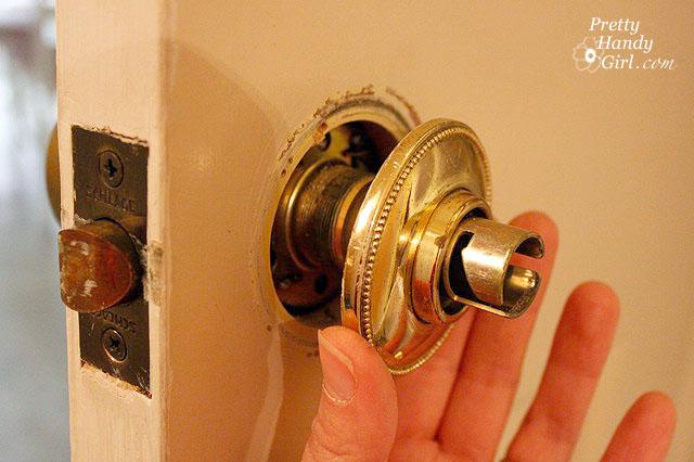 remove door knob without screws photo - 18