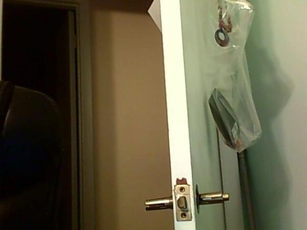 remove door knob without screws photo - 4