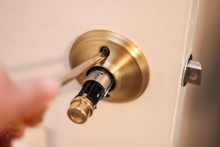 remove door knob without screws photo - 7