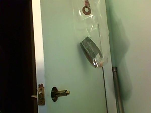 remove door knob without screws photo - 8