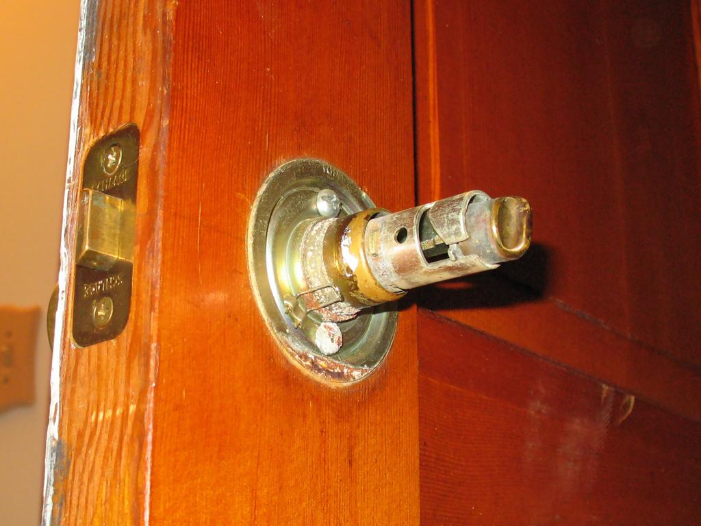 remove door knob without screws photo - 9