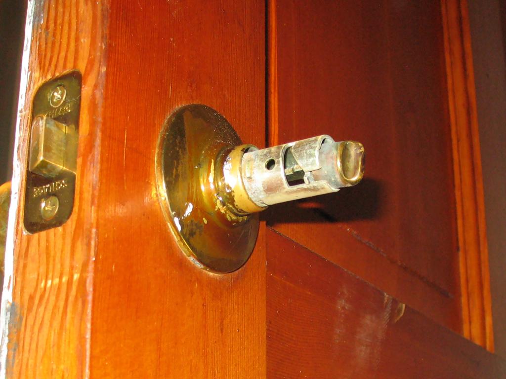 remove exterior door knob photo - 4