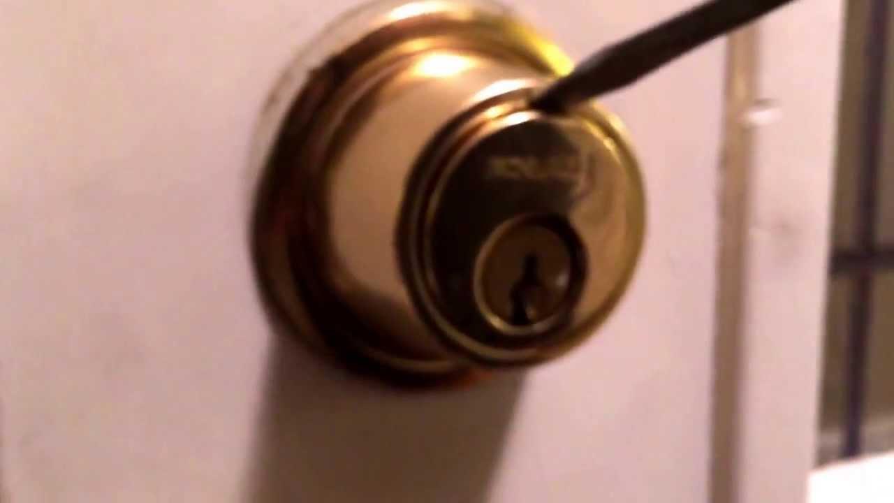 remove kwikset door knob photo - 12