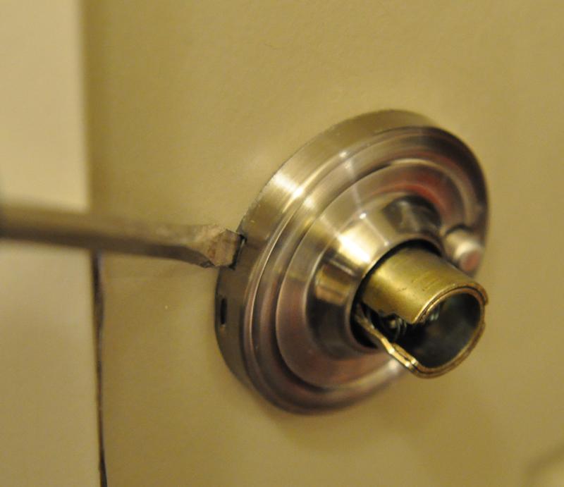 remove kwikset door knob photo - 6