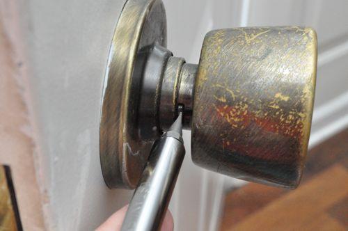 remove kwikset door knob photo - 8