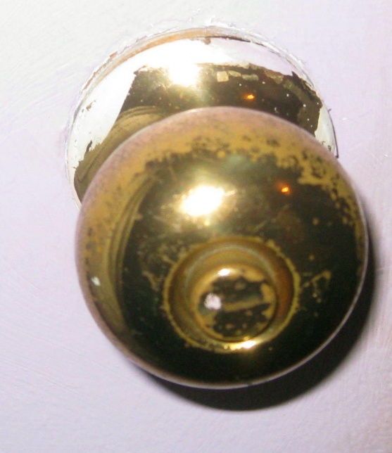 removing door knob photo - 3