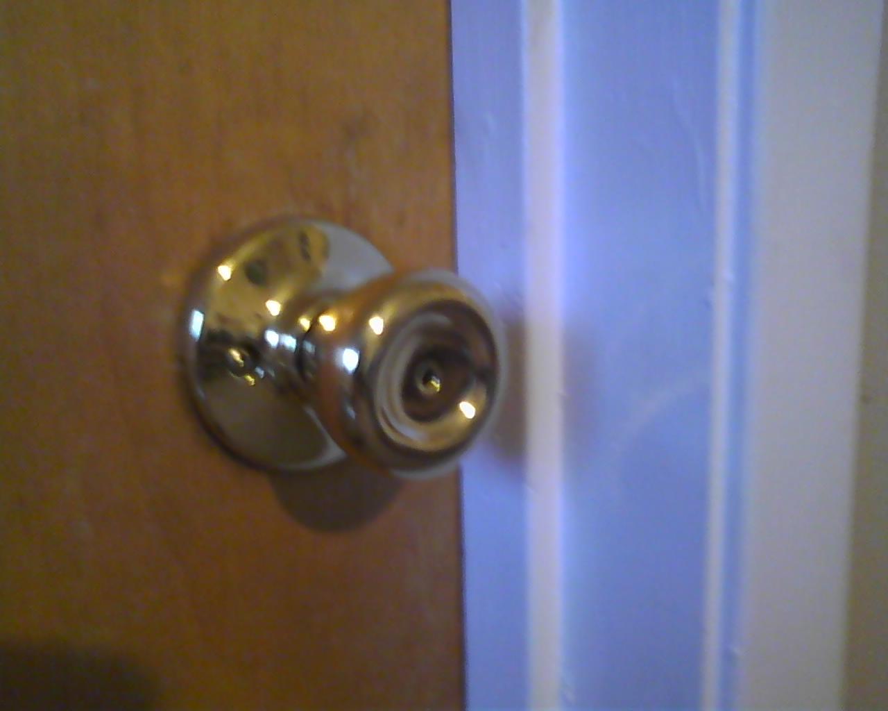 removing old door knob photo - 6