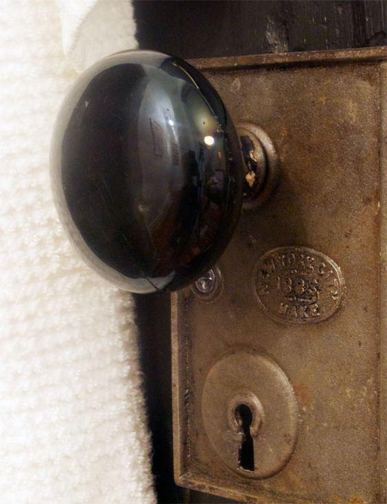 removing old door knobs photo - 17