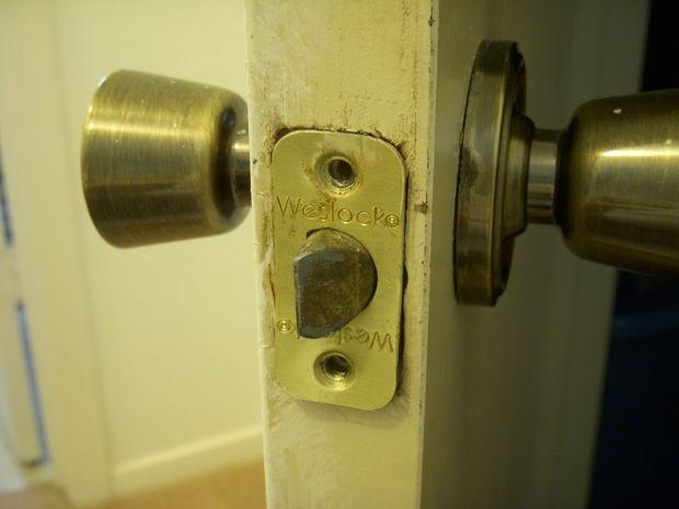 removing old door knobs photo - 18