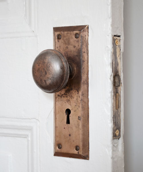 removing old door knobs photo - 5