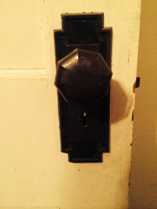 replace old door knob photo - 14