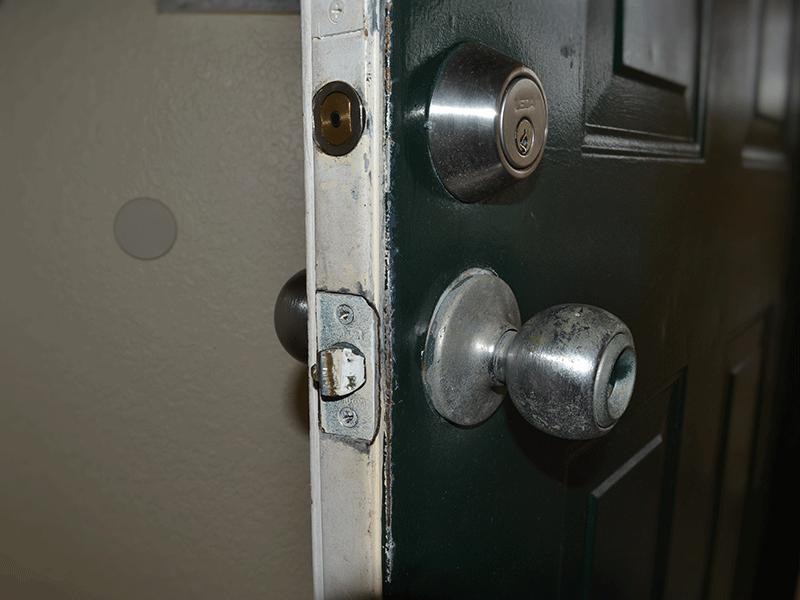 replacing door knob photo - 10