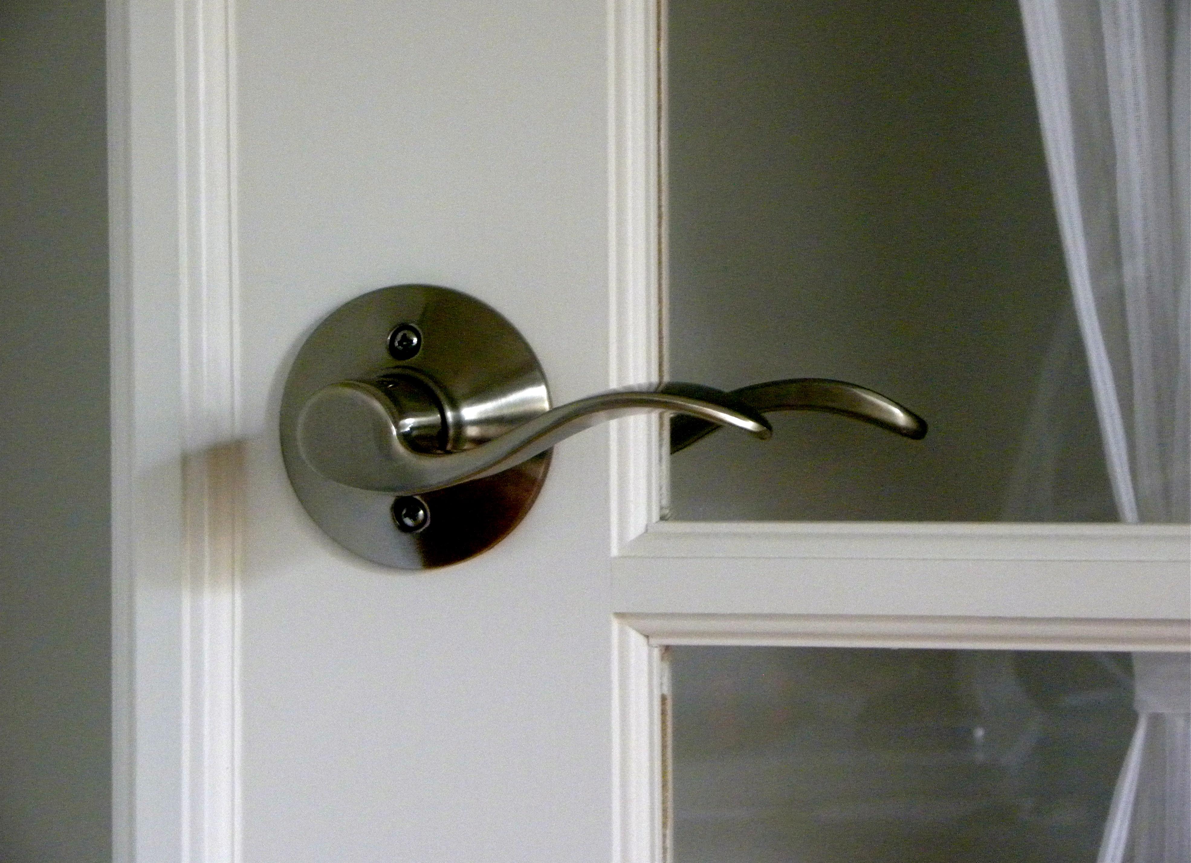 replacing door knob photo - 19