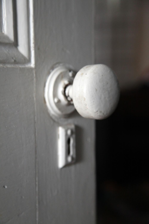 replacing old door knobs photo - 1