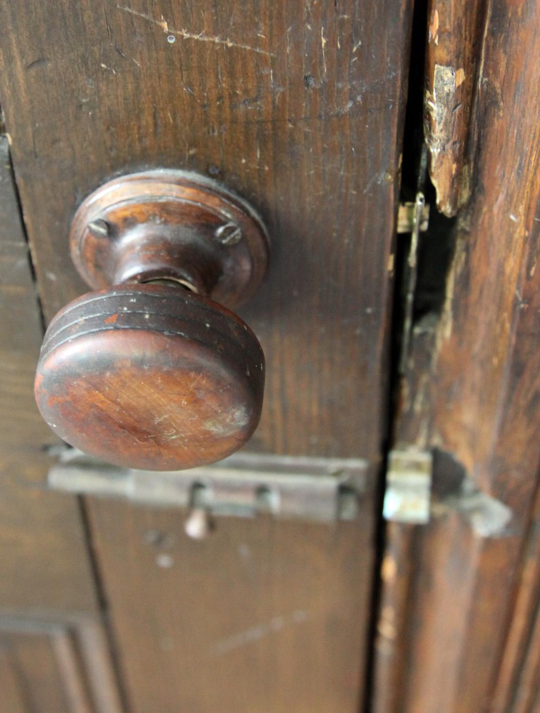 replacing old door knobs photo - 12