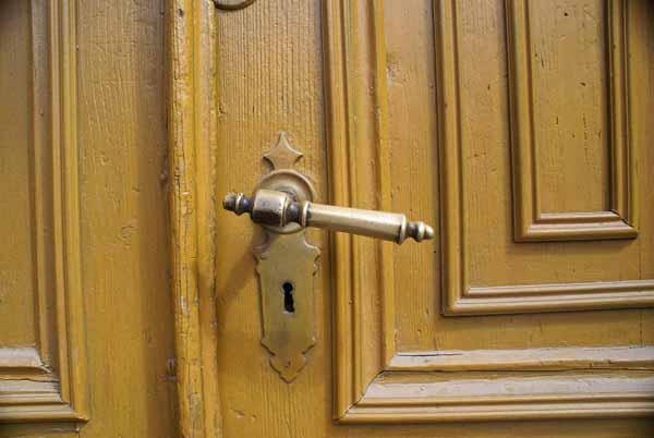 simple machine door knob photo - 10